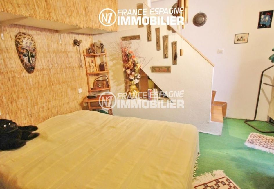 la costa brava: villa rosas, deuxième chambre avec lit double et rangements