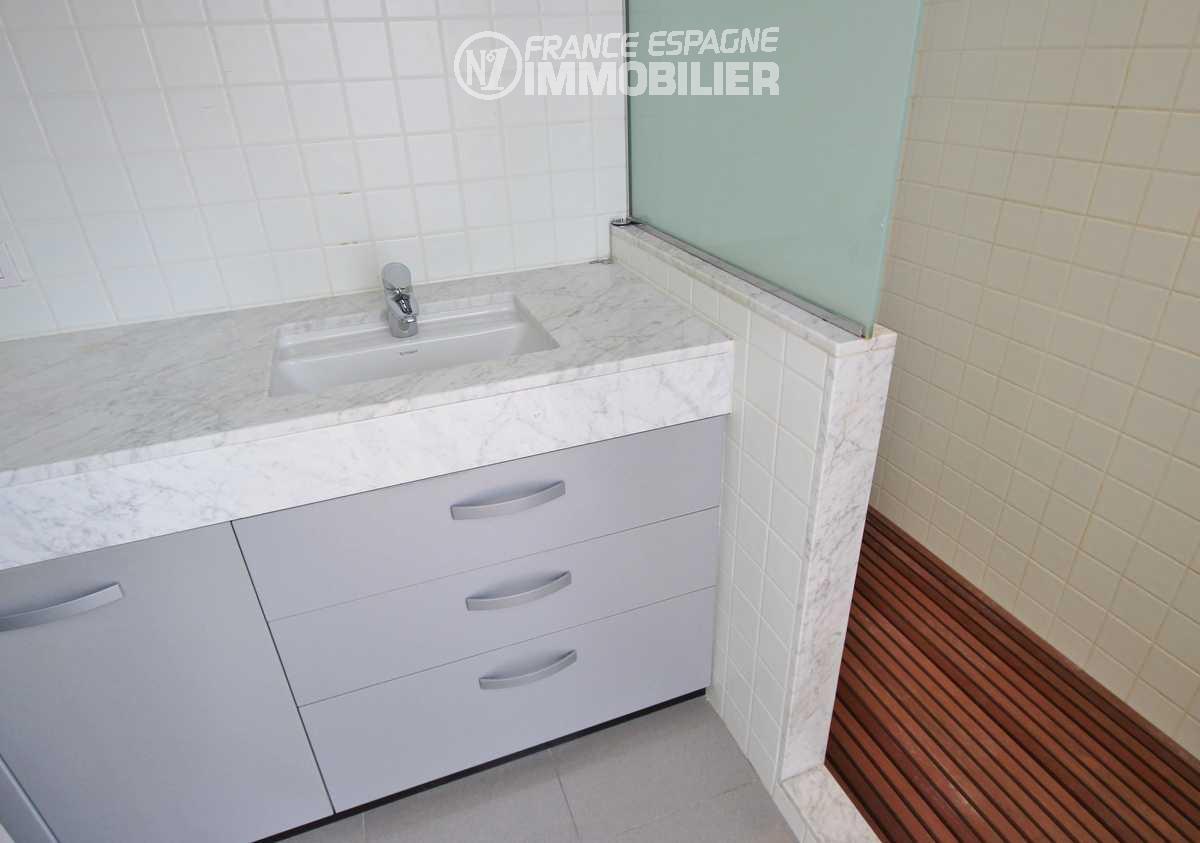maison a vendre espagne bord de mer, ref.3217, aperçu douche et vasque de la seconde salle d'eau