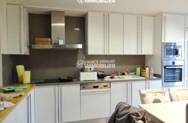 maison a vendre espagne bord de mer, ref.2482, cuisine américaine avec des rangements