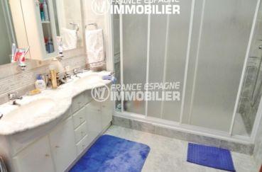 agence immobiliere en espagne costa brava: villa ref.1950, aperçu de la salle d'eau de la première suite