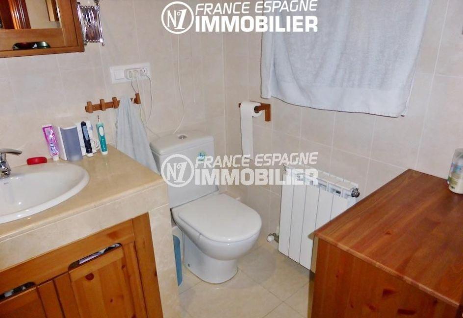 achat maison espagne costa brava, ref.1861, salle de bains avec meuble vasque, wc