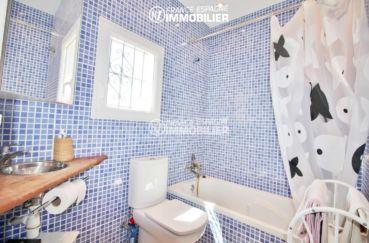 achat maison en espagne costa brava, 150 m², 2° salle de bain avec baignoire et wc