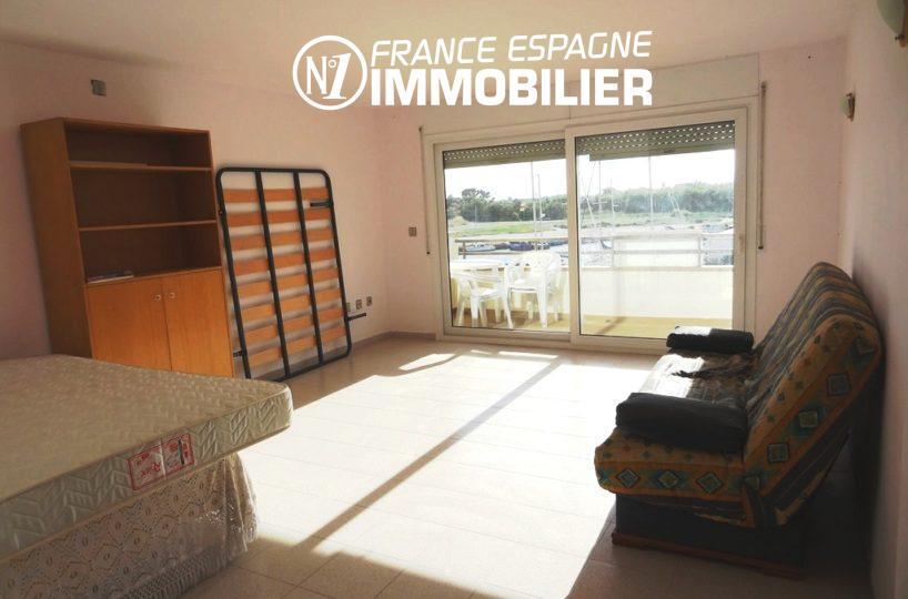 immobilier espagne pas cher: studio 40 m² à Rosas Santa Margarida, terrasse vue canal