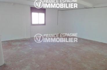 vente immobiliere costa brava: villa 120 m², aperçu du grand garage de 40 m²