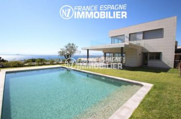 immo roses: villa ref.2391, vue mer proche plage, piscine, parking et cave privée