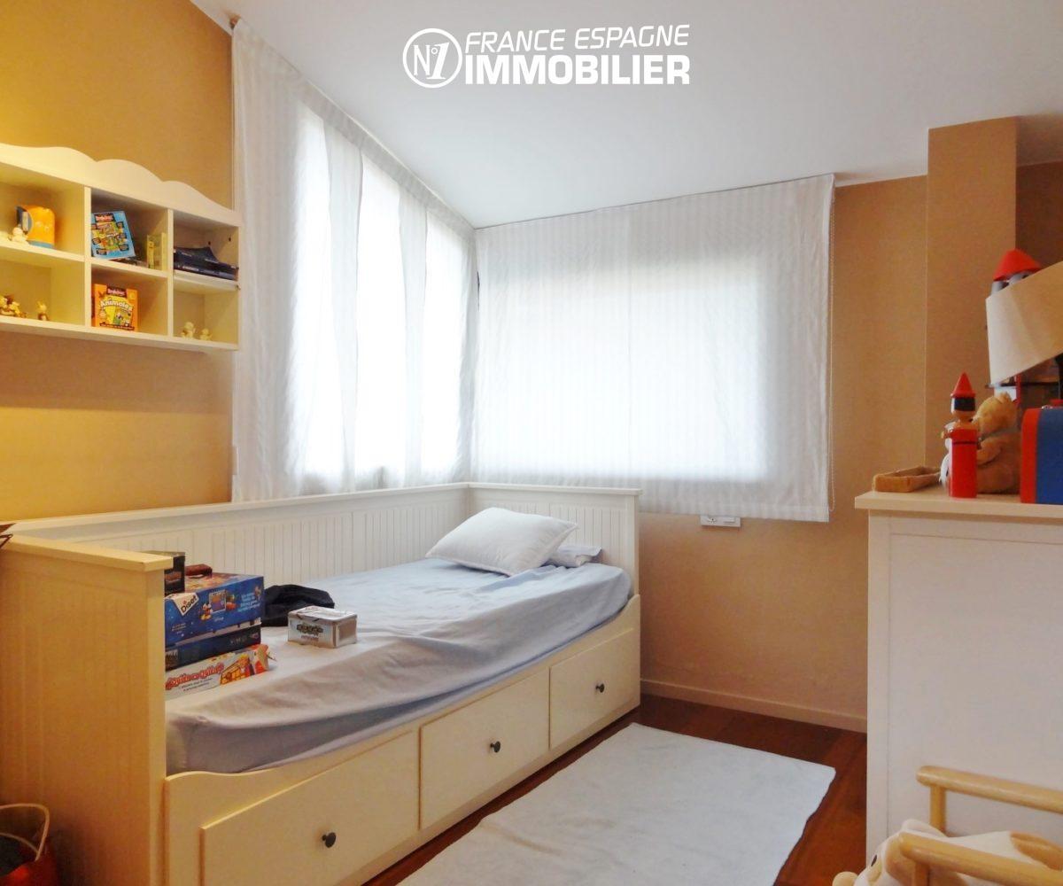 acheter maison espagne costa brava, ref.2482, deuxième chambre avec un lit simple