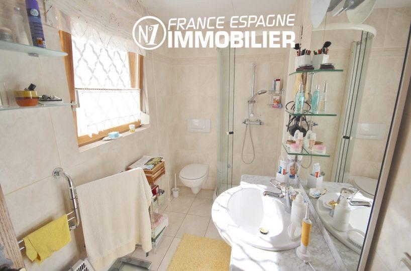 investir en espagne costa brava: villa ref.2901, salle d'eau de la première suite parentale