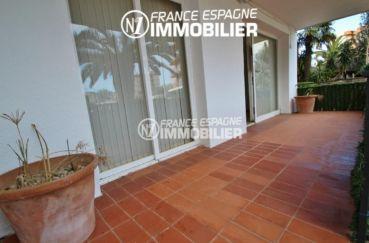 immo rosas: appartement ref.2830, avec terrasse et parking, proche plage et commerces