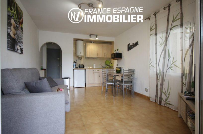 appartement a vendre rosas, ref.2982, studio avec terrasse véranda, plage à 10 min à pied