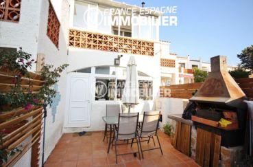 immobilier costa brava: villa ref.3044, aperçu de la terrasse avec barbecue et le voisinage