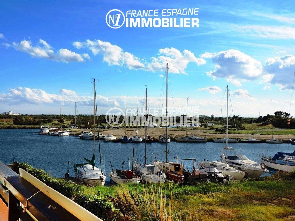 immobilier espagne pas cher bord de mer: studio 40 m² à Rosas Santa Margarida, terrasse vue canal