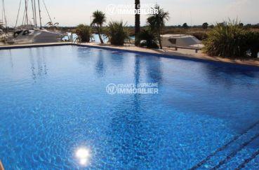 vente appartement rosas, résidence standing avec vue canal, piscine et parc pour enfants