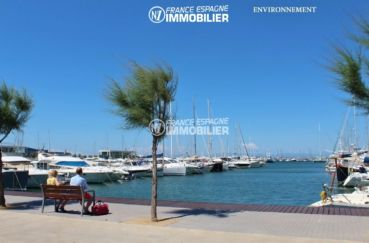 immocenter roses: villa ref.2596, aperçu du port de plaisance à proximité