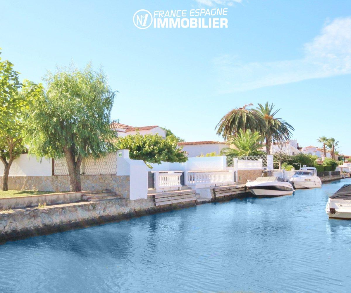 la costa brava: villa ref.3271, aperçu d'un canal d'empuriabrava aux alentours