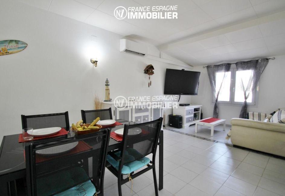 agence immo empuriabrava: belle villa de plein pied, piscine, grand séjour