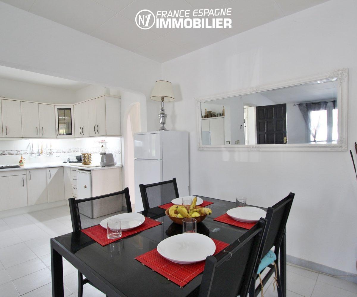 agence immo empuriabrava: belle villa de plein pied, piscine, jardin 400 m²