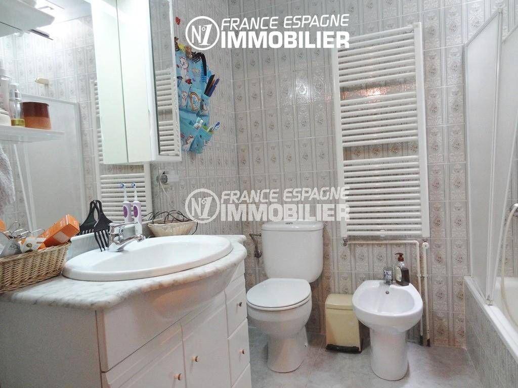 maison costa brava, ref.2191, salle de bains avec bidet et toilettes