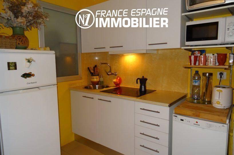 immobilier empuriabrava: villa ref.2410, la cuisine aménagée