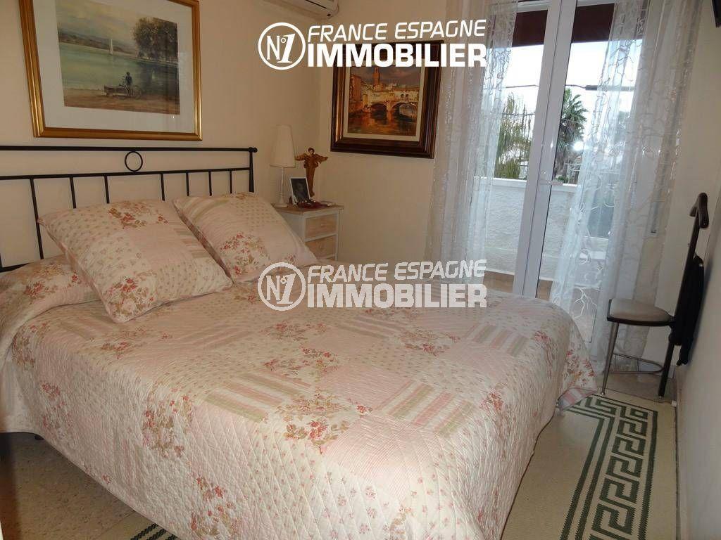 immobilier costa brava: villa ref.2410, première chambre avec accès terrasse