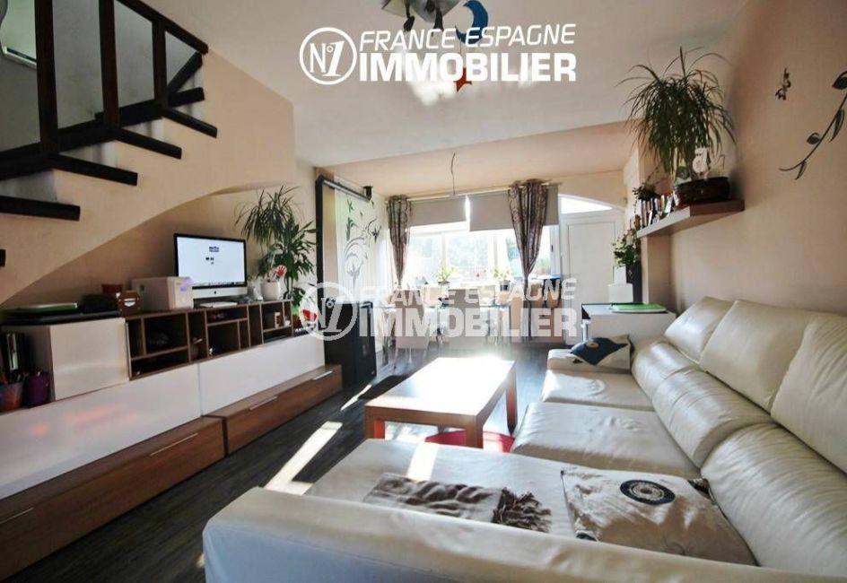 immobilier rosas: villa ref.3044, séjour lumineux avec coin repas