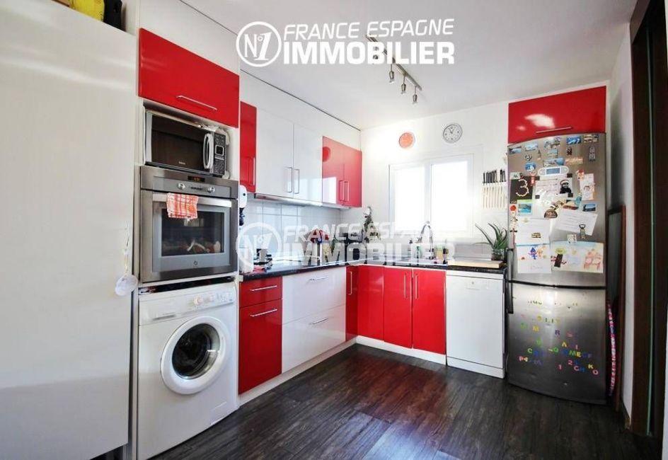 agence immo rosas: villa ref.3044, cuisine équipée avec nombreux rangements
