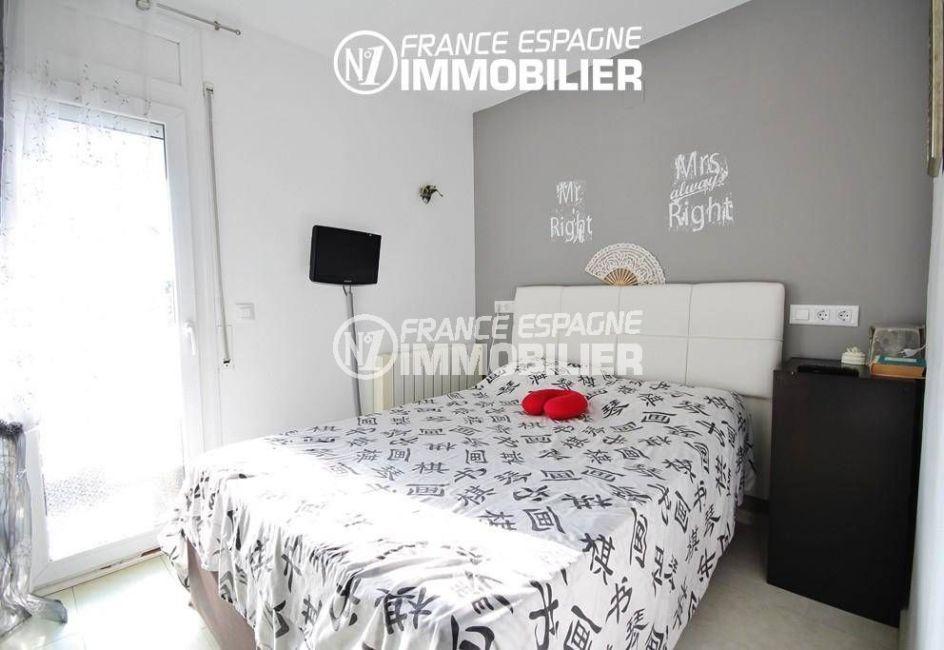 agence immobiliere rosas: villa ref.3044, première chambre avec lit double et accès terrasse