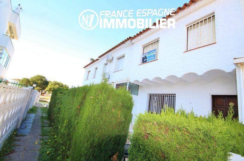 roses immobilier: villa ref.3128, vue sur la maison de pêcheur de 49 m²