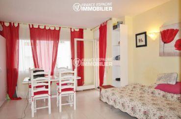agence immobilière empuriabrava: appartement ref.3286, séjour aménagé avec un coin chambre (2e)