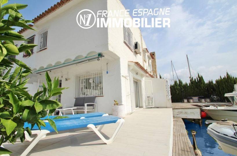 immo rosas: villa ref.3291, terrasse 37 m², amarre sur canal à Roses, avec douche extérieure