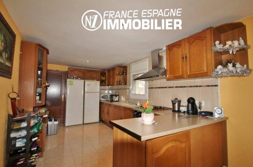 maison a vendre empuriabrava avec amarre,  ref.3352, aperçu grande cuisine équipée