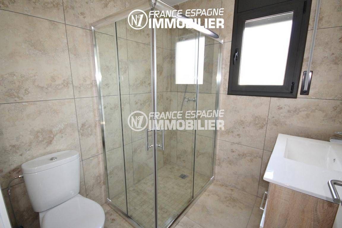 maison a vendre espagne catalogne, ref.2942, salle d'eau cabine de douche, vasque et wc