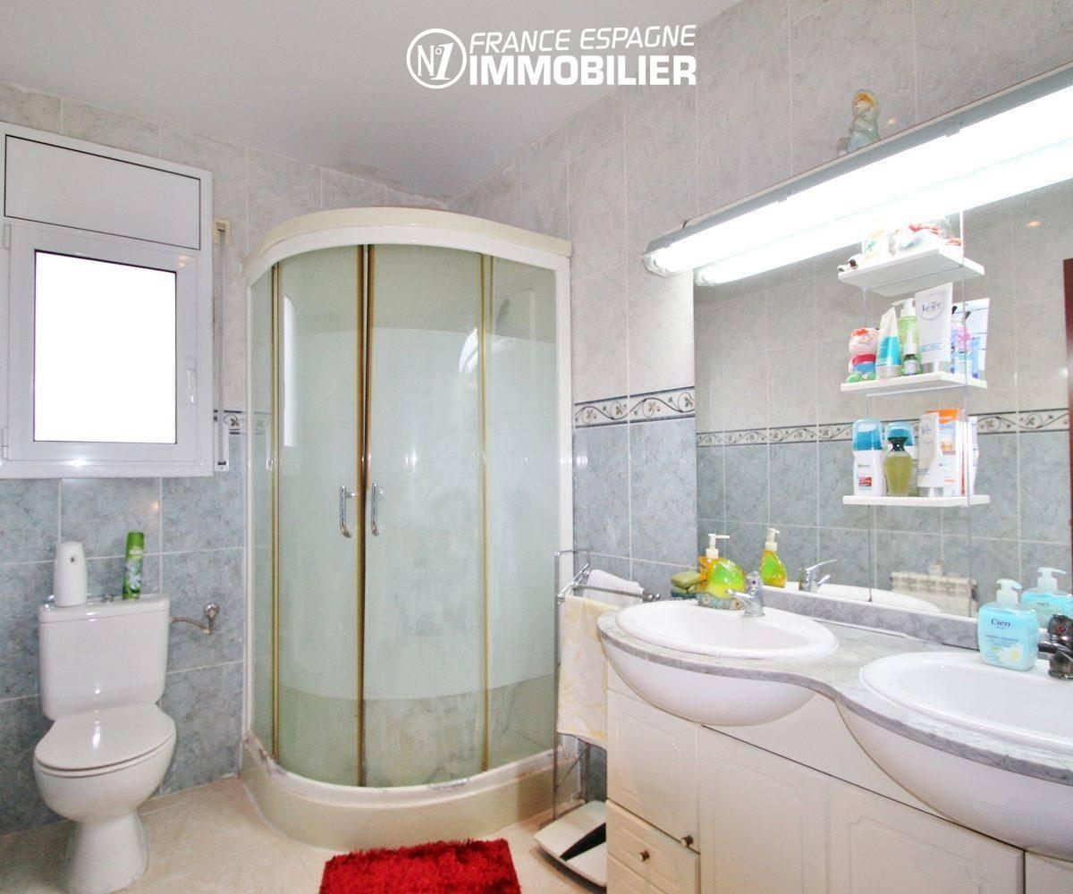 agence immobiliere francaise empuriabrava: villa ref.3352, salle d'eau 3