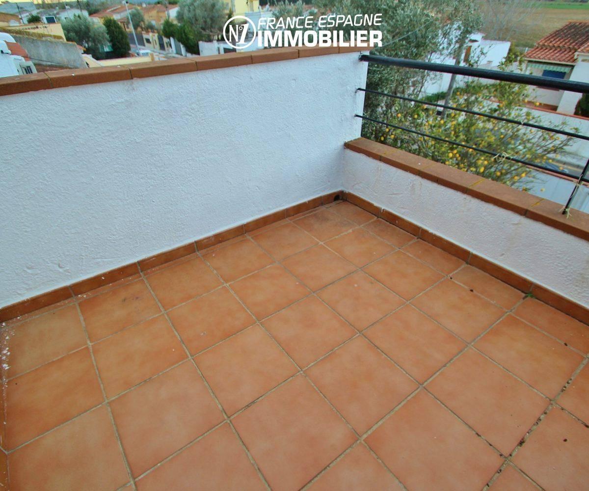 empuriabrava immobilier: villa ref.3352, une des trois terrasses