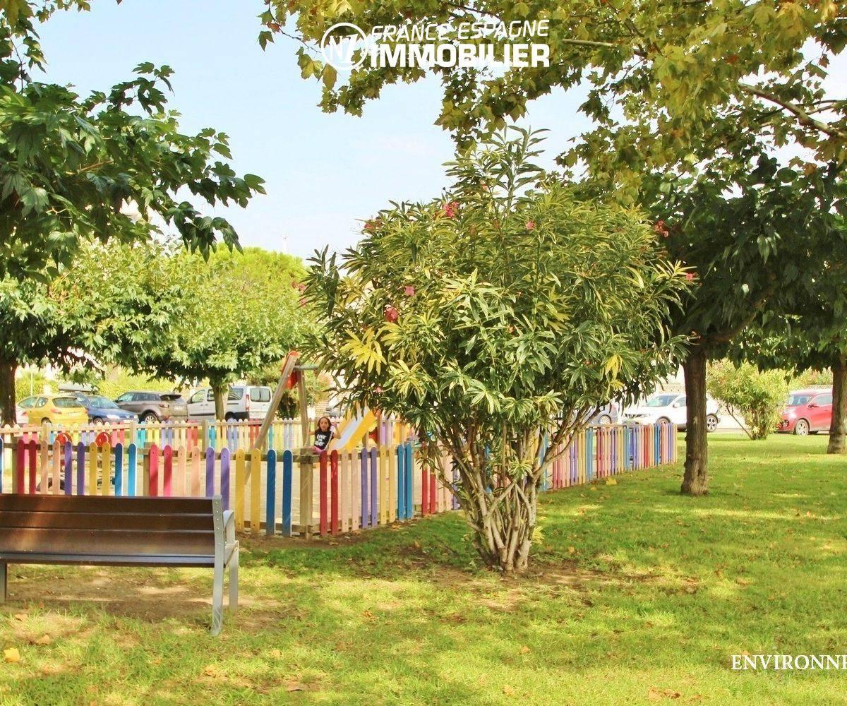 immobilier roses: villa ref.3291, jardin public paysagé aux environs