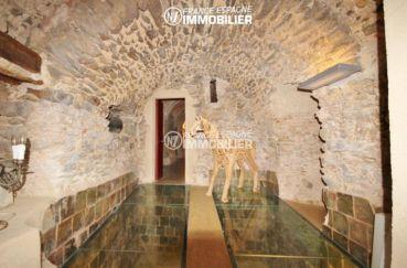 vente immobilier costa brava: commerce de 1341 m², intérieure de caractère avec de jolies pierres
