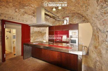 rosas en espagne: commerce de 1341 m², cuisine aménagée actuellement dans le logement