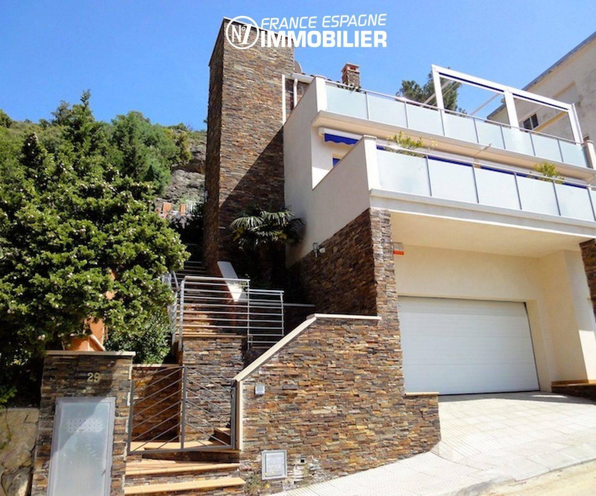 immobilier rosas: villa ref.1031, aperçu de la façade et du garage