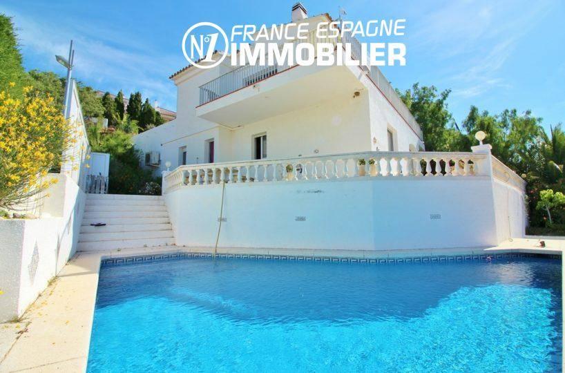 immobilier llanca, belle villa cadre idyllique, vue sur la piscine