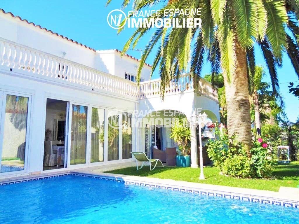 agence immobiliere empuriabrava: villa 200 m² avec jardin arboré et piscine