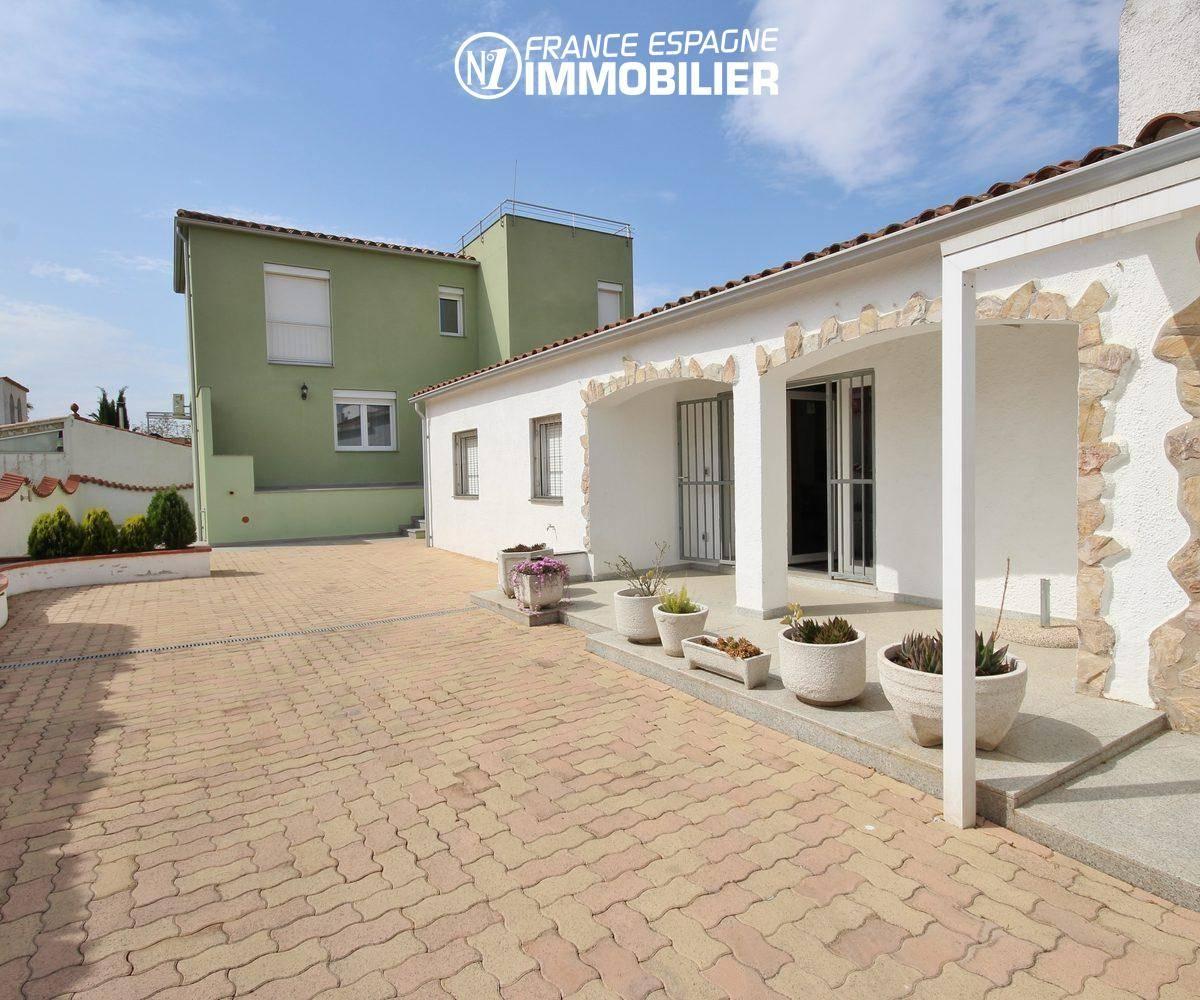 immobilier costa brava: 2 villas (110 + 80 m²) ref.911, proche plage