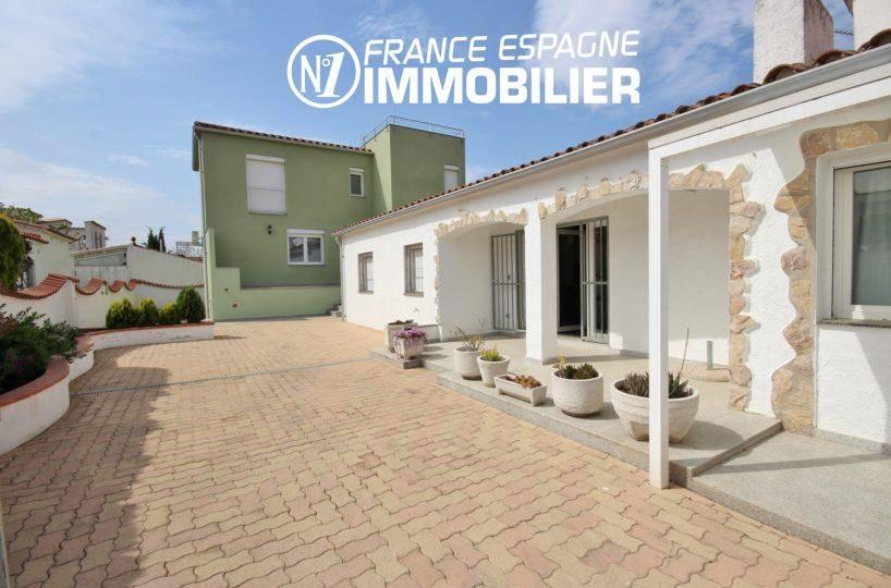 immo empuriabrava: 2 villas à vendre proche plage - vue sur cour