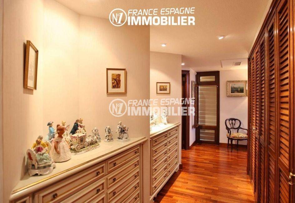 maison a vendre espagne costa brava, ref.2786, couloir avec de nombreux rangements
