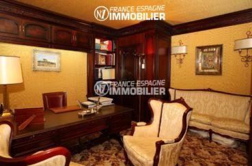 immo center rosas: ref.2786, bureau avec beau mobilier: canapé, fauteuils et rangements