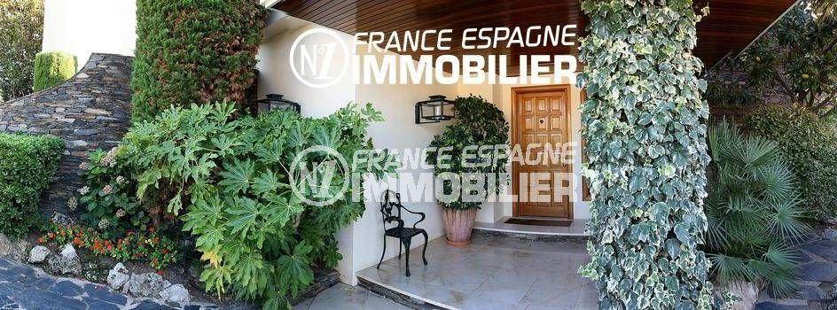 vente immobilier rosas espagne: ref.2786, vue sur la porte d'entrée et le jardin arboré