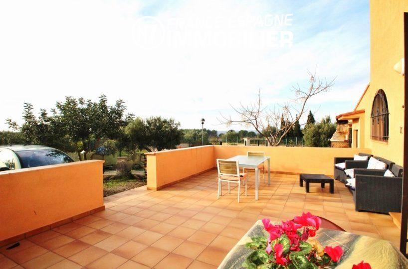 immo roses espagne: villa ref.2772, grande terrasse avec accès parking cour intérieure