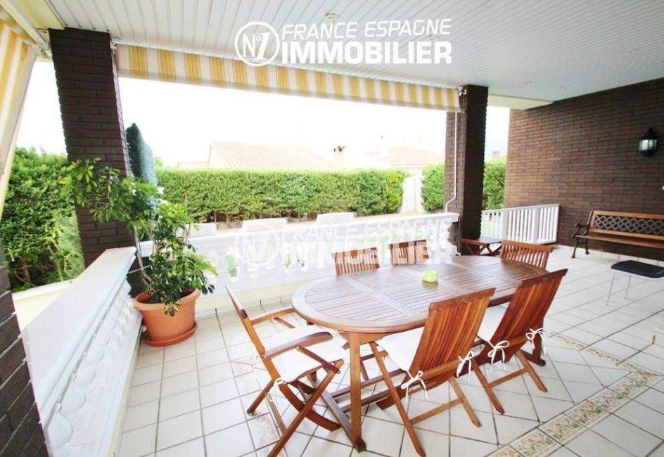 roses immobilier: villa ref.1636, terrasse au rez-de-chaussée accès à la piscine