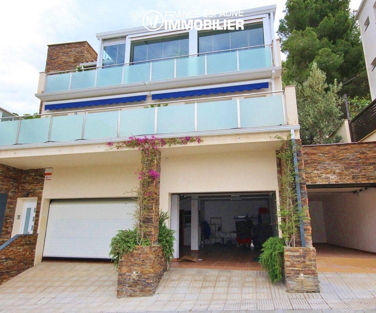 agence immo rosas: villa ref.1031, vue sur les terrasses et le grand garage