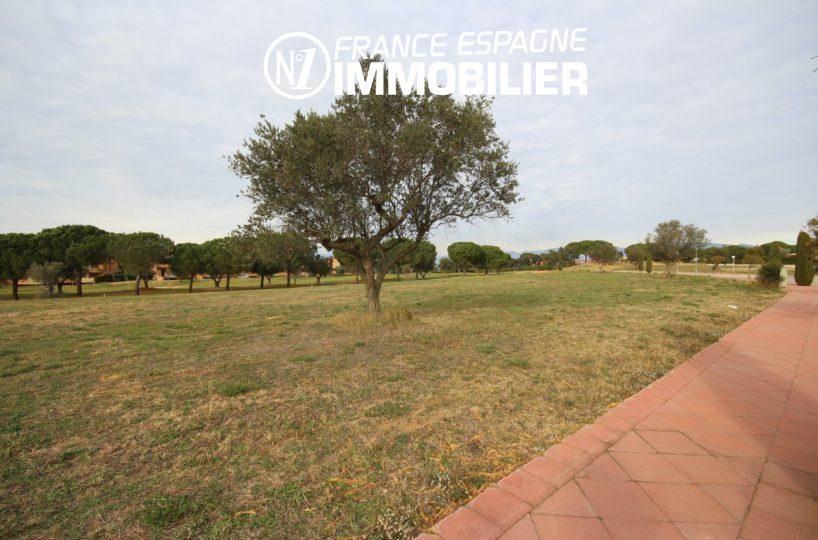 immo espagne costa brava: terrain 2513 m² constructible, proche de figueres dans quartier résidentiel,ref.3338
