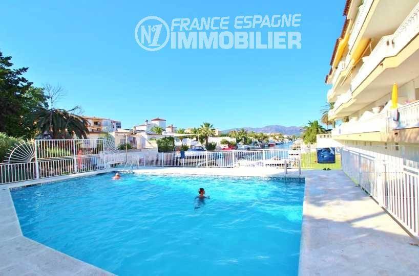 immobilier empuria brava: appartement ref.3321, vue sur la piscine communautaire