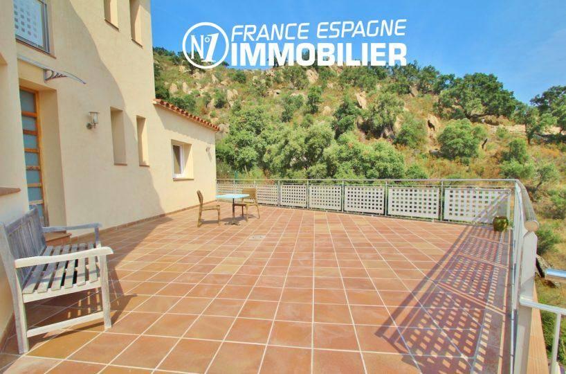 villa grande terrasse avec paysage montagneux | ref.3203